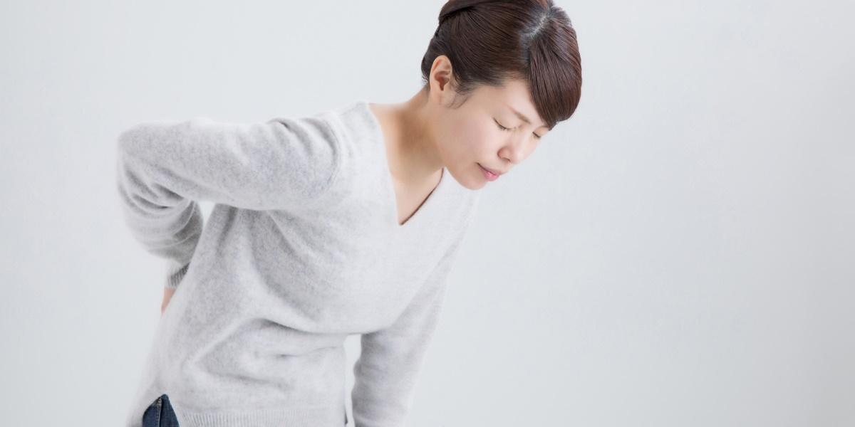 姿勢性腰痛の女性